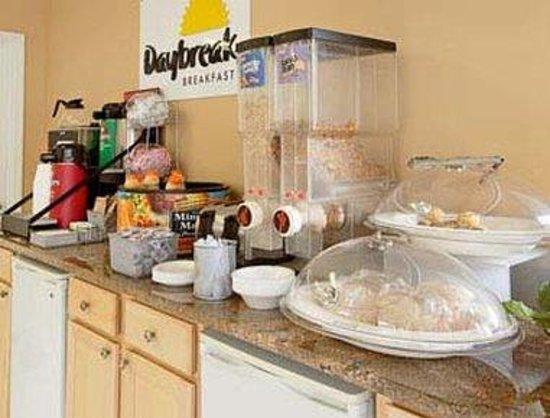Days Inn Downtown Aiken : Breakfast Area