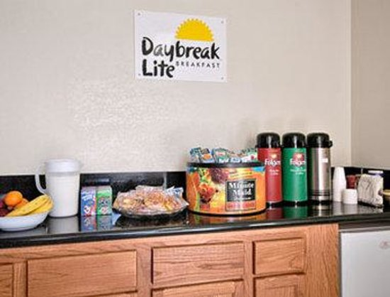 California Inn Hotel and Suites: Breakfast Area