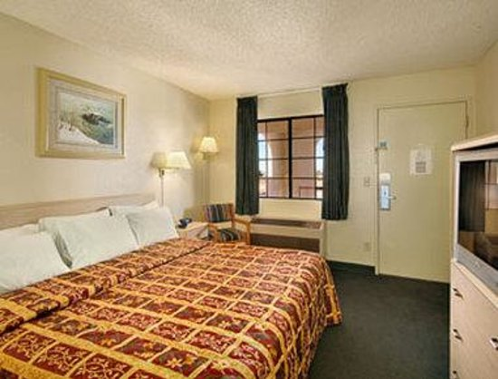 California Inn Hotel and Suites: Standard King Bed Room
