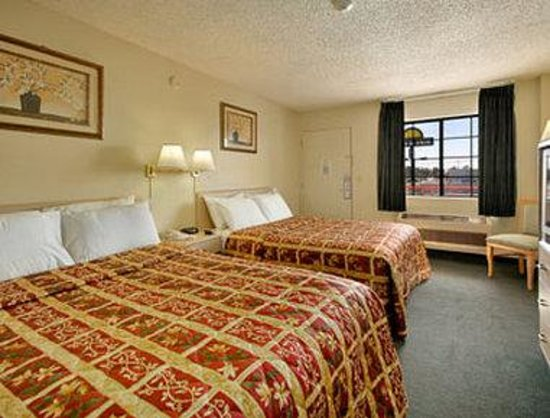 California Inn Hotel and Suites: Standard Two Queen Bed Room