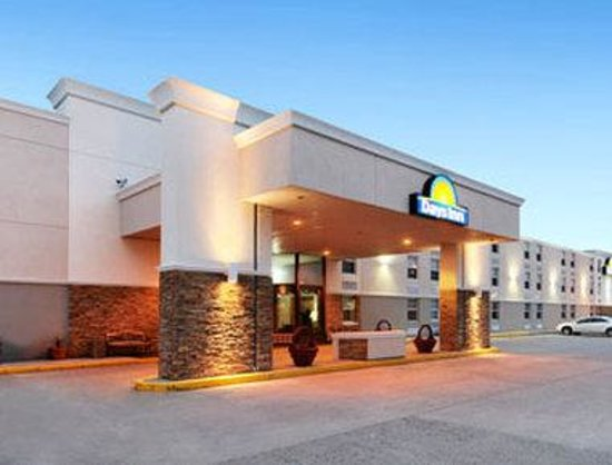 Days Inn Gillette: Exterior Dusk