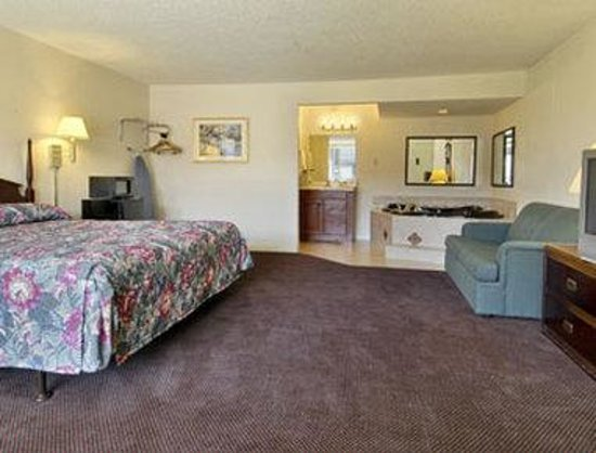 Jacuzzi Suite - Picture of Days Inn Oklahoma City South ...