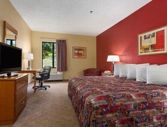 Days Inn Jefferson City : Standard King Bed Room