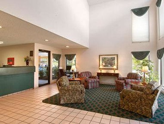 Days Inn by Wyndham Wytheville: Lobby