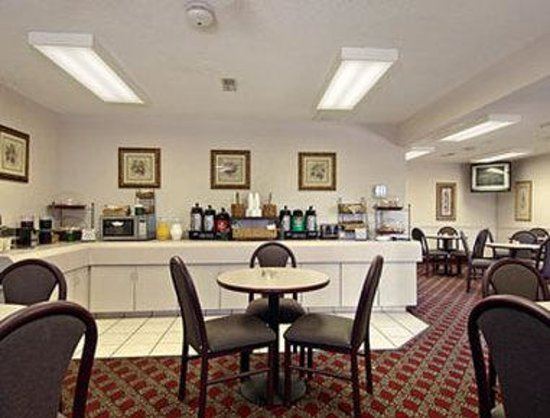 Days Inn by Wyndham Wytheville: Breakfast Area