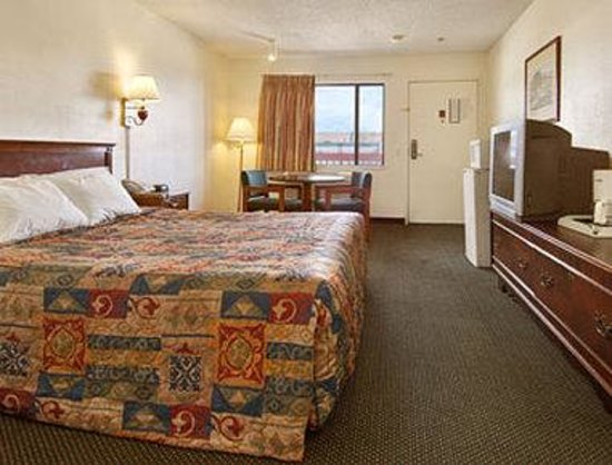 Days Inn Ontario Airport: Standard King Bed Room