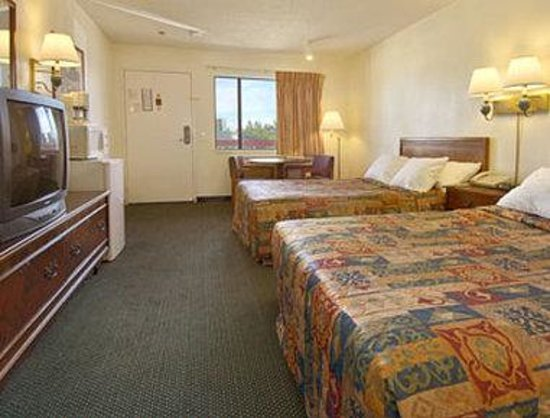 Days Inn Ontario Airport: Standard Two Double Bed Room