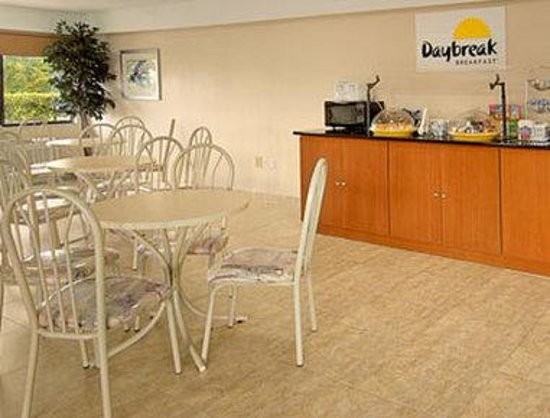 Days Inn & Suites Orlando/UCF Area Research Park: Breakfast Area