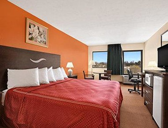 Days Inn Harrisonburg: Standard King Bed Room