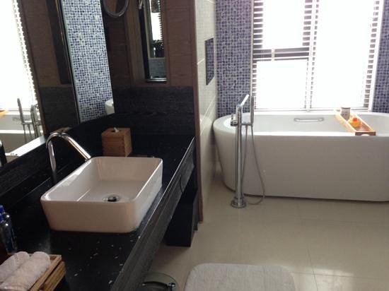 Hotel Indigo Shanghai on the Bund: bathroom