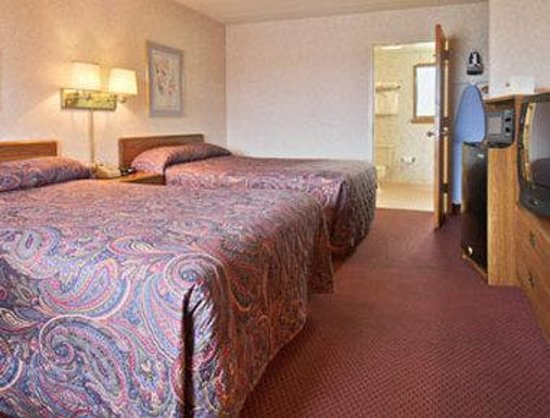 Days Inn Vineland: Standard Two Double Bed Room