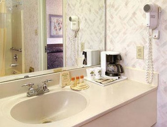 Days Inn Vineland: Bathroom