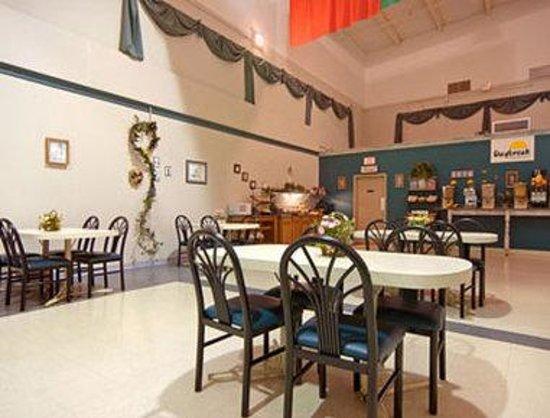 Days Inn ST. Louis Lindbergh Boulevard: Breakfast Area