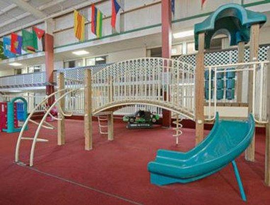 Days Inn ST. Louis Lindbergh Boulevard: Playground