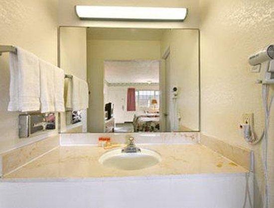 Days Inn King City: Bathroom