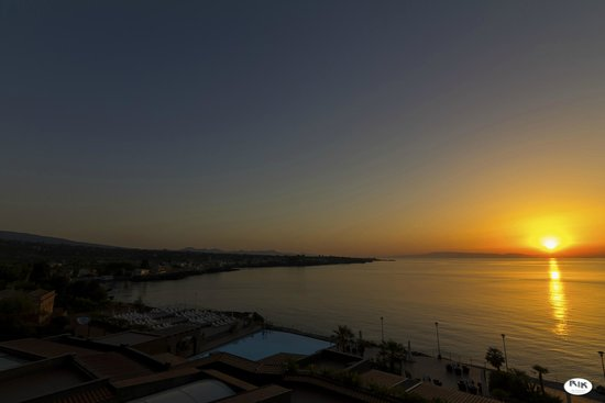 Hotel Santa Tecla Palace: Sunrise from the room balcony