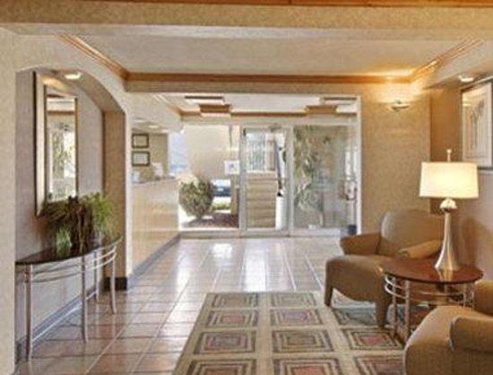 Days Inn Athens: Lobby