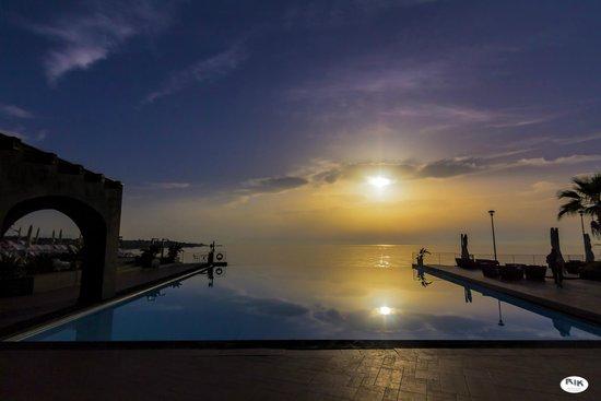 Hotel Santa Tecla Palace: Sunrise over the pool.