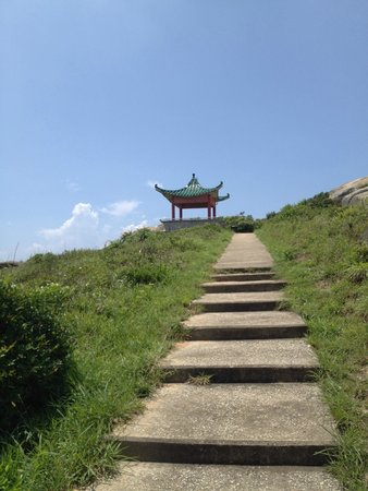 Walk Hong Kong: mountain top pagoda