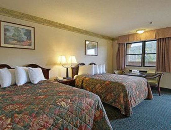 Days Inn Lebanon/Hanover: Standard Two Queen Bed Room