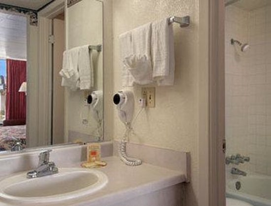 Days Inn Okemah : Bathroom