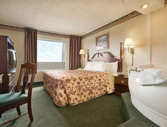 Days Inn Tannersville: Jacuzzi Suite