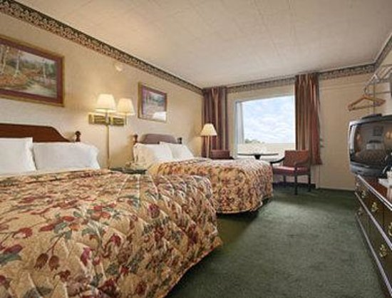 Days Inn Tannersville: Standard Two Double Bed Room