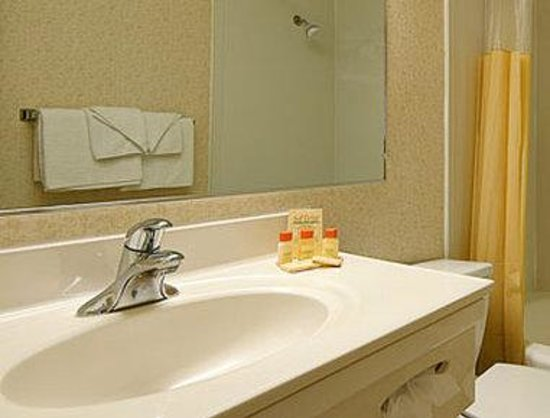 Days Inn Tannersville: Bathroom