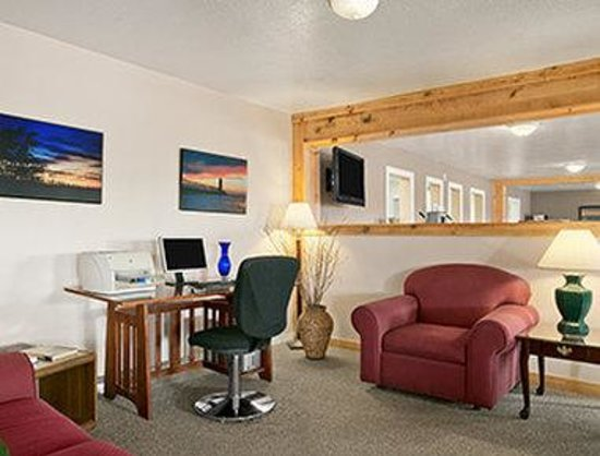 Days Inn Manistee: Business Center