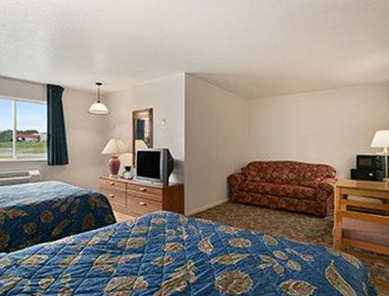 Days Inn Manistee: Two Bed Guest Room