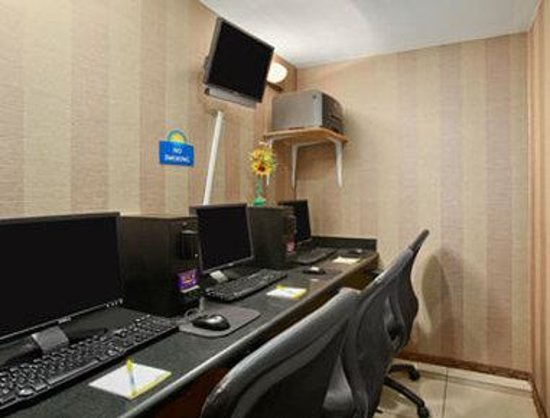 Days Inn Jamaica - Jfk Airport: Business Center