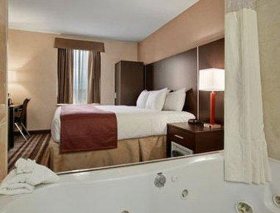 Days Inn Jamaica - JFK Airport : 1 Queen Bed Room