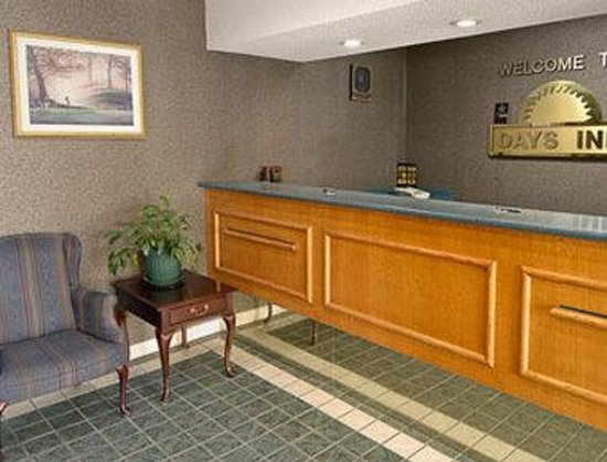 Days Inn North Columbia Ft. Jackson : Lobby