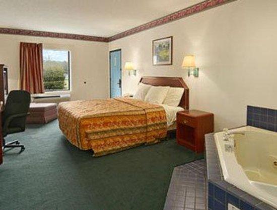Days Inn North Columbia Ft. Jackson : Jacuzzi Suite