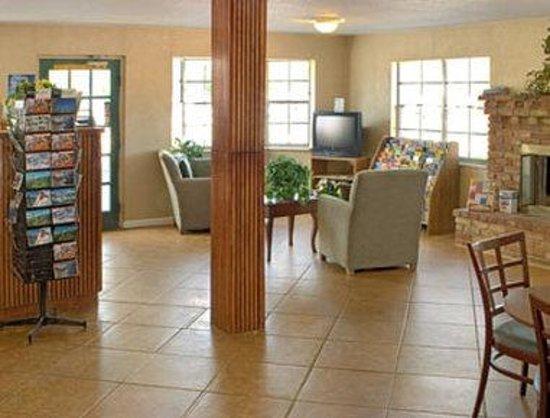 Days Inn Colorado Springs Central : Lobby