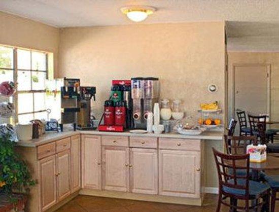 Days Inn Colorado Springs Central : Breakfast Area