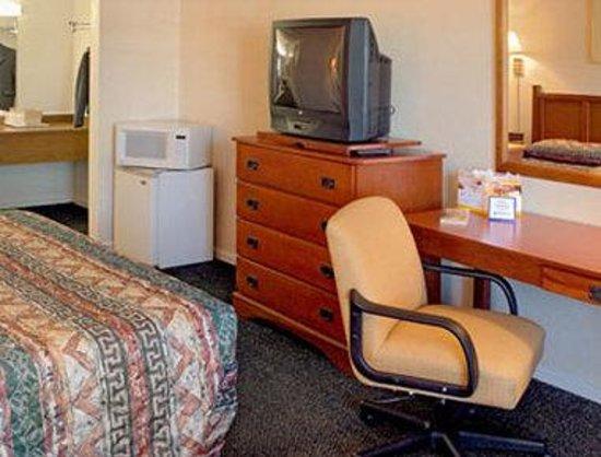 Days Inn Colorado Springs Central : Standard King Bed Room