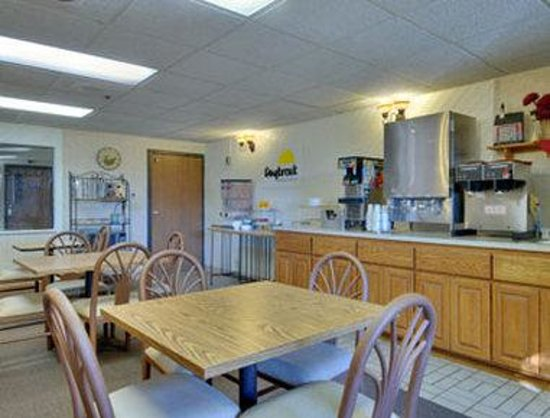 Days Inn Mounds View Twin Cities North : Breakfast Area