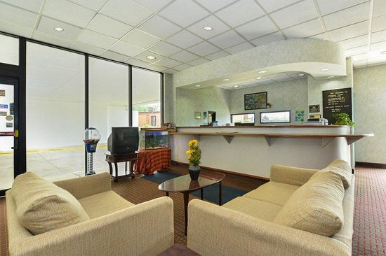 Americas Best Value Inn- Independence: Lobby