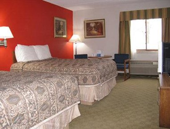 Days Inn Mounds View Twin Cities North : Two Queen Bed Room