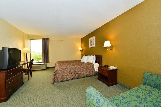 Americas Best Value Inn- Independence: One King Bed