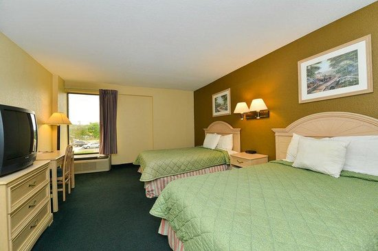 Americas Best Value Inn- Independence: Two Double Beds