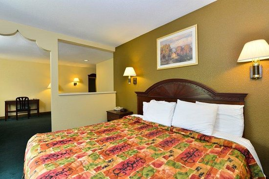 Americas Best Value Inn- Independence: One King Suite