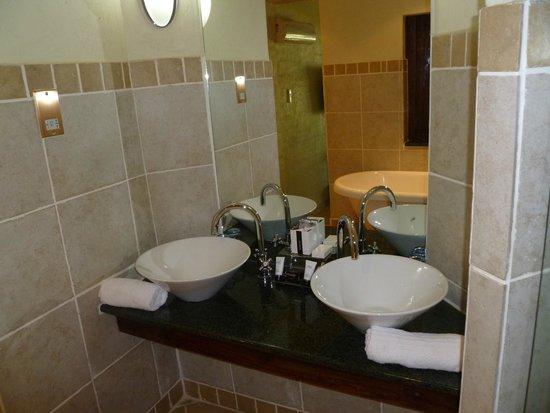 The David Livingstone Safari Lodge & Spa: bathroom