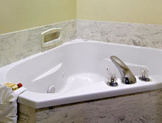 Days Inn Rayne : Jacuzzi Suite