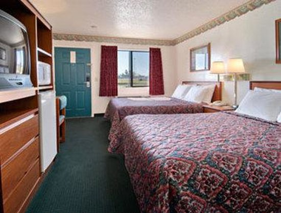 Days Inn Oklahoma City West: Standard Two Queen Bed Room