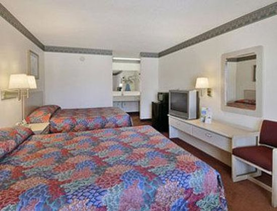 Chipley Days Inn: Standard Two Queen Bed Room