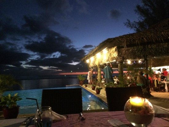 Manuia Beach Resort: night time