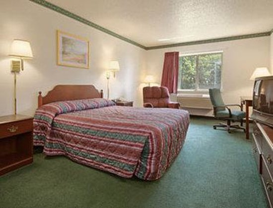 Days Inn Toledo Airport: Standard Queen Bed Room