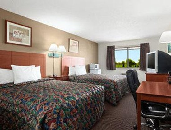 Days Inn Ankeny - Des Moines: Standard Two Double Bed Room